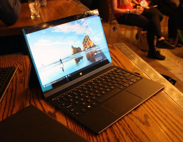 سری 7000 لپتاپ تبلت های Dell سری 7000 لپتاپ تبلت های Dell: کمپانی دل اخیرا از لپ تاپ های لتیتود سری 7000 خود رونمایی کرد; این دسته از لپ تاپ های دل بسیار مناسب کار بوده و از قدرت کافی و بسیار بالایی برخوردارند. نخستین دستگاه لتیتود 12 سری 7000 نام داشته که یک لپ تاپ تبلت بوده و از صفحه نمایش 12.5 اینچی با کیفیت QHD بهره می برد که با سایز 12.5 اینچی چنین کیفیتی فوق العاده خواهد بود. از دیگر ویژگی های سخت افزاری این لپتاپ تبلت می توان به حافظه رم 8 گیگابایتی; پردازنده Core M اینتل; پردازنده گرافیکی Intel HD 515 و حافظه SSD 512 گیگابایتی اشاره کرد. دیگر دستگاه ها مدل E7270 و E7470 بوده که لپ تاپ هایی با صفحه نمایش 12.5 و 14 اینچی هستند. البته دل این لپتاپ ها را با ویژگی های امنیتی بالایی همچون قابلیت رمزنگاری; احراز هویت پیشرفته و پیشگیری از نرم افزارهای مخرب همراست. همچنین برخی ویژگی های امنیتی دستگاه های فوق به طور اختیاری قابل افزودند می باشند که میتوان کارت خوان هوشمند; اثر انگشت خوان; شتاب دهنده رمزنگاری سخت افزاری و برخی دیگر را مثال زد. از نظر مشخصات دو لپ تاپ می توانند به پردازنده نسل ششم Core i7 اینتل; حافظه رم 16 گیگابایتی; صفحه نمایش لمسی و صفحه نمایشی با رزولوشن 1366*768پیکسلی تا 2560*1440 پیکسلی مجهز شوند. در نهایت مدل لتیتود 13 سری 7000 نیز وجود داشته که شامل مشخصاتی از قبیل صفحه نمایش 13.5 اینچیFHD یا QHD پلاس، پردازنده نسل ششم Core M اینتل، بدنه ای فیبرکربنی یا آلومینیومی می شود.