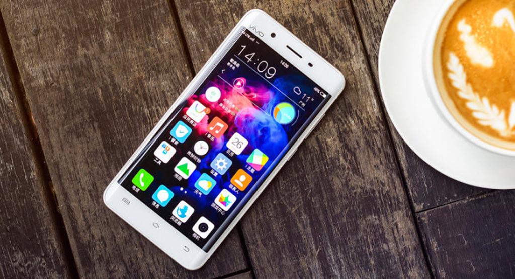 XPlay 5 نخستین گوشی هوشمند با حافظه رم 6 گیگابایتی معرفی شد